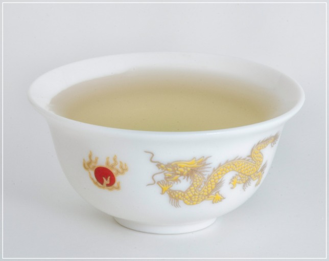 The Chrysanthemum tea can be enjoyed also in small cups